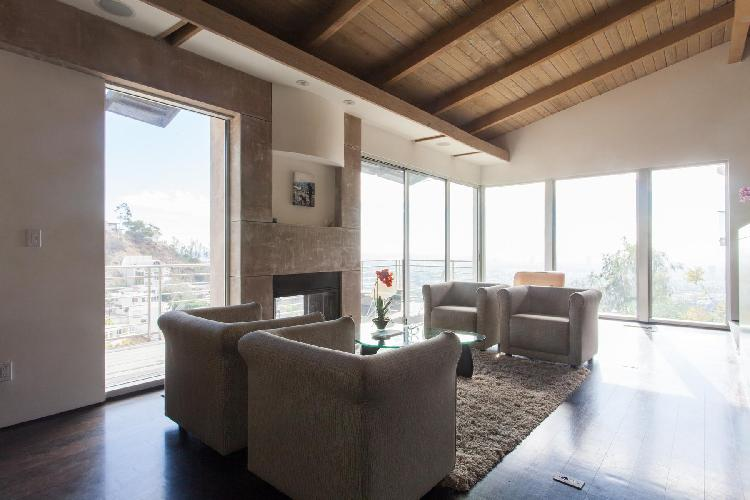 bright and breezy Los Angeles Franklin Avenue luxury vacation rental