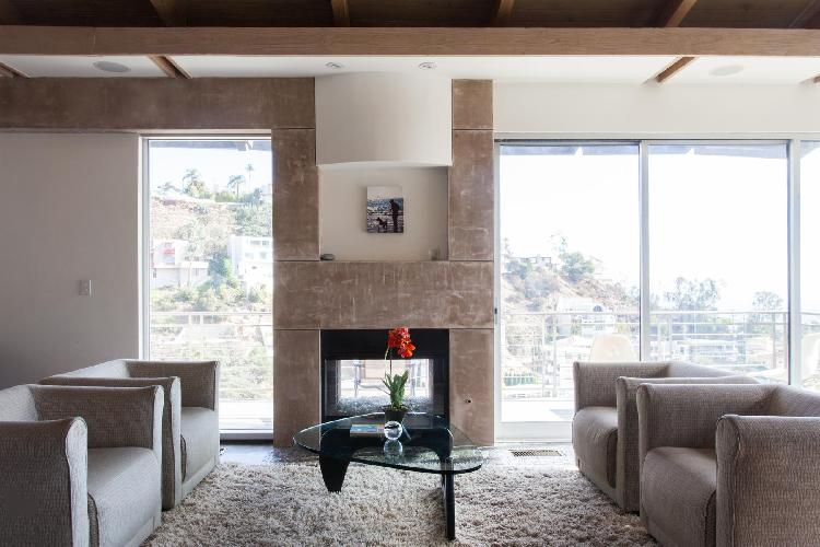 breezy and bright Los Angeles Franklin Avenue luxury vacation rental