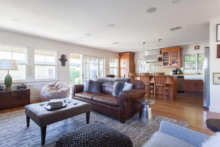 awesome Los Angeles Glyndon Avenue luxury vacation rental