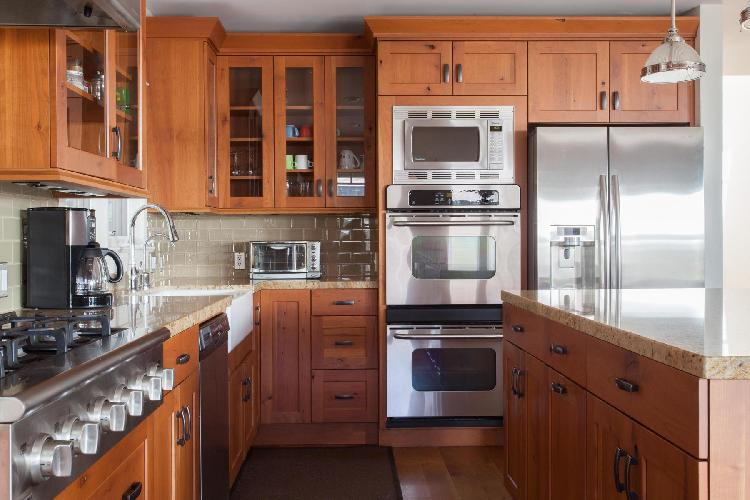 cool kitchen of Los Angeles Glyndon Avenue luxury vacation rental