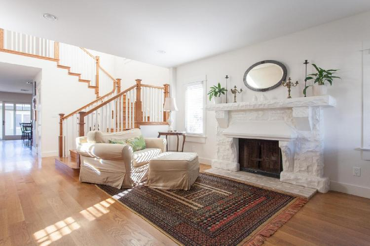 airy and sunny Los Angeles Glyndon Avenue luxury vacation rental