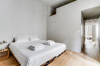 clean and crisp bedding in Marais - Turenne 1 bedroom luxury apartment