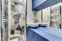 fascinating bathroom interiors of Marais - Turenne 1 bedroom luxury apartment