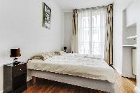 second bedroom with 2 single beds in a 2-bedroom Paris luxury apartment