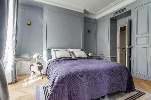 nice bedroom furnishings in Notre Dame - Fleurs luxury apartment