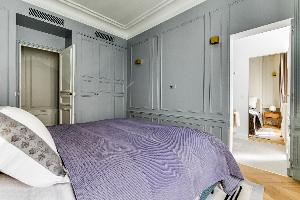 clean and crisp bed sheets in Notre Dame - Fleurs luxury apartment