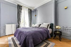 clean and neat bedding in Notre Dame - Fleurs luxury apartment