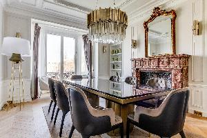 delightful dining room of Notre Dame - Fleurs luxury apartment