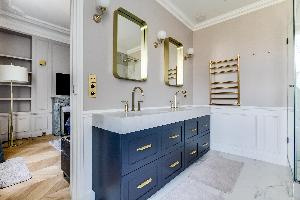 neat and trim bathroom in Notre Dame - Fleurs luxury apartment