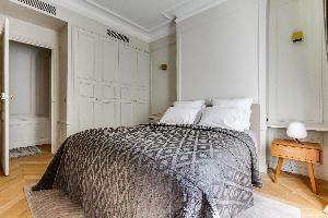 neat and clean bedding in Notre Dame - Fleurs luxury apartment
