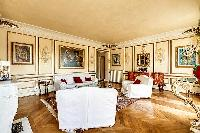 a lovely blend of modern and classical design 3-bedroom Paris luxury apartment