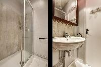 neat bathroom of Port Royal - Les Gobelins luxury apartment