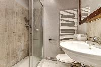 neat and nice bathroom in Port Royal - Les Gobelins luxury apartment
