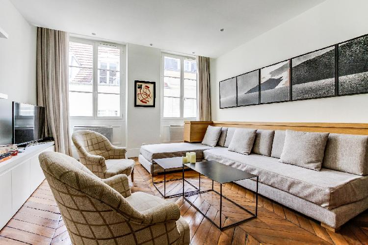 charming Saint Germain des Pres - Grands Augustins luxury apartment and holiday home