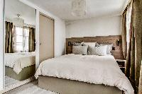 plush bedding in Montorgeuil - Argout luxury apartment