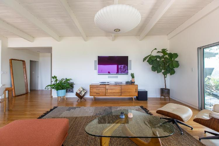 cool living room of Hollywood Hills Rutherford Drive luxury holiday home