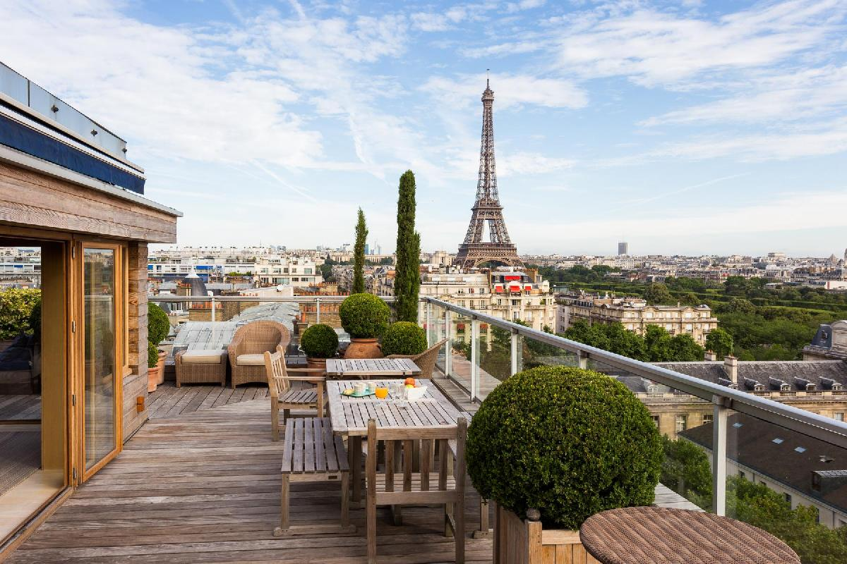 splendid terrace of Eiffel Tower - Avenue de la Motte-Picquet luxury apartment