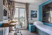 splendid bedroom view at Eiffel Tower - Avenue de la Motte-Picquet luxury apartment
