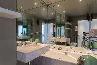 cool bathroom in Eiffel Tower - Avenue de la Motte-Picquet luxury apartment