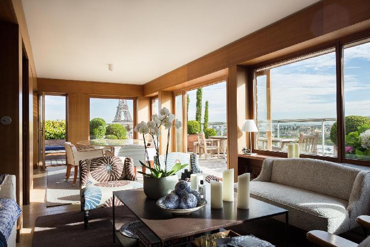 breezy and bright Eiffel Tower - Avenue de la Motte-Picquet luxury apartment