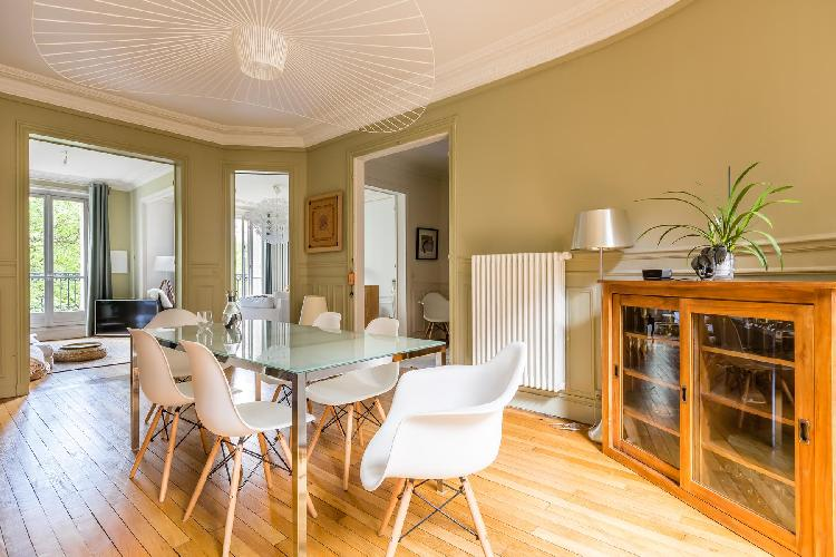 lovely dining room in Bastille - Rue Charles Baudelaire II luxury apartment