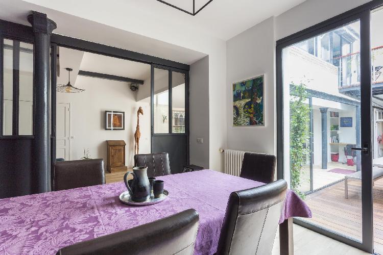 airy Canal Saint-Martin - République - Rue de la Fontaine-au-Roi luxury apartment