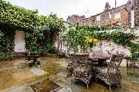lush and lovely courtyard of London - Ebury Street luxury apartment