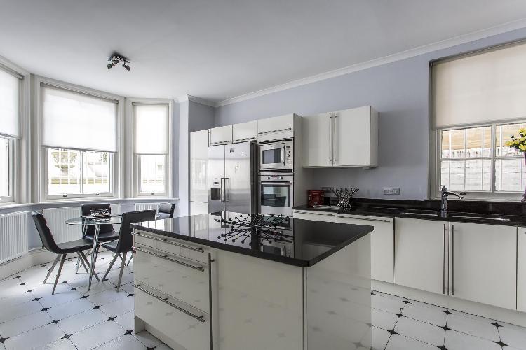 delightful kitchen of Notting Hill - Elgin Crescent VIII luxury apartment