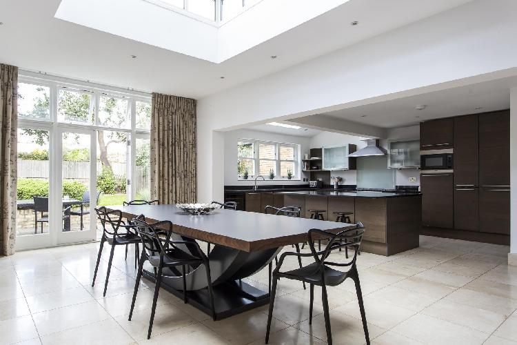 pleasant dining area in London - Cleveland Road luxury apartment