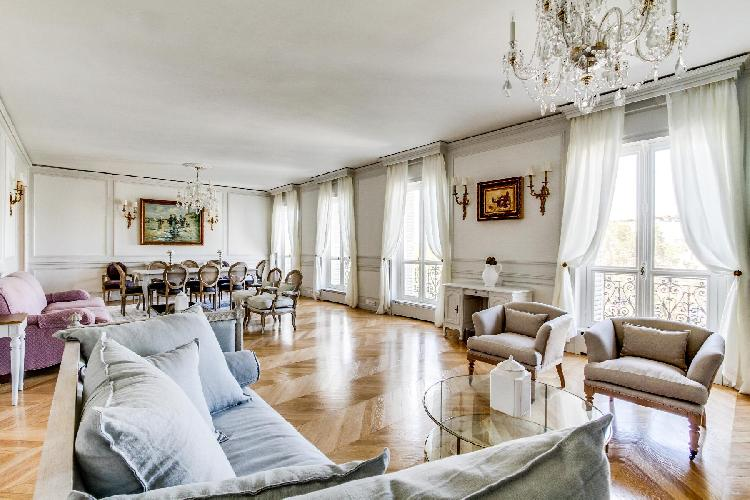 bright and breezy Champs Elysées - Foch III - 3 Bedrooms luxury apartment