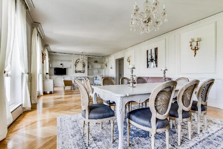 pretty dining room of Champs Elysées - Foch III - 3 Bedrooms luxury apartment