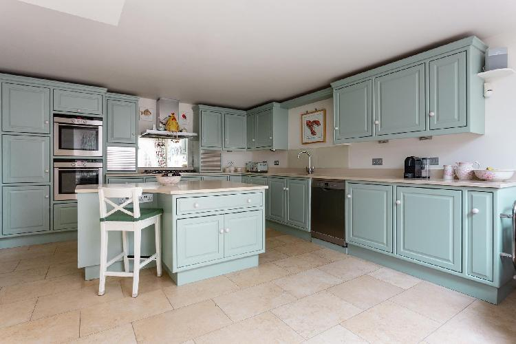 charming kitchen of Holland Park - Portland Road II luxury apartment