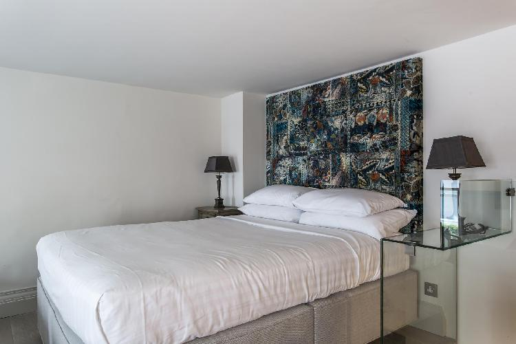 clean and fresh bedroom linens in Marylebone - Seymour Place III Studio luxury apartment