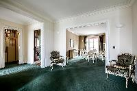 large dining room of Tour Eiffel - New York Penthouse luxury apartment