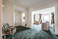 spacious foyer of Tour Eiffel - New York Penthouse luxury apartment