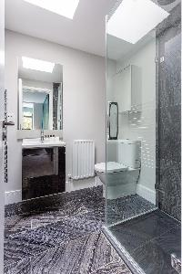dapper bathroom in Kensington Church Street VIII luxury apartment