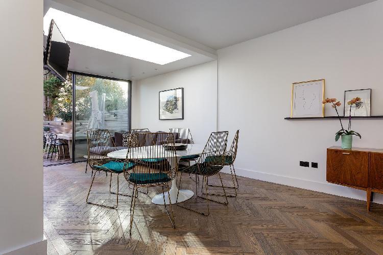 cool dining room in Queen's Park - Okehampton Road luxury apartment