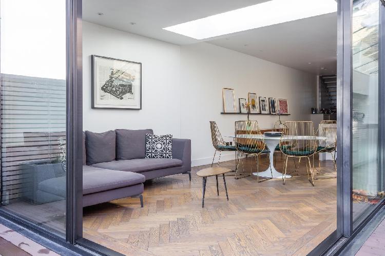 cool dining area in Queen's Park - Okehampton Road luxury apartment