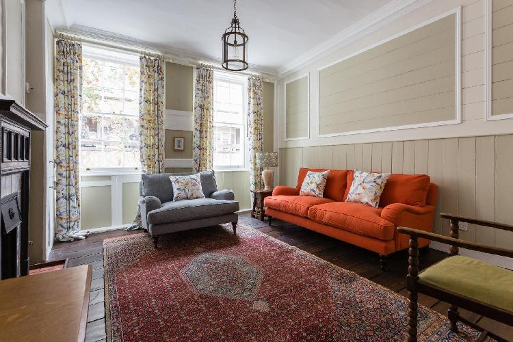 charming Covent Garden - Neal Street luxury apartment, holiday home, vacation rental