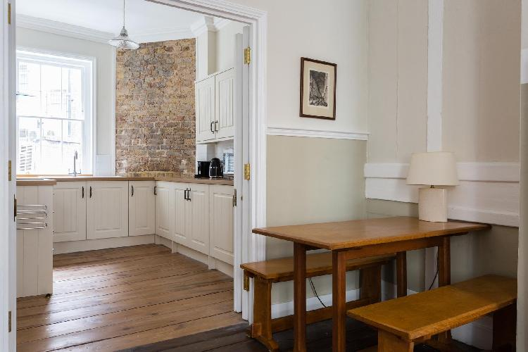 pleasant dining area in Covent Garden - Neal Street luxury apartment