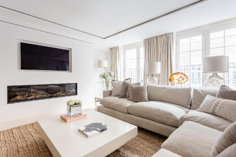 breezy and bright Belgravia - Eaton Mews South luxury apartment