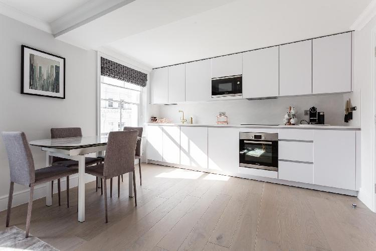 cool dining area in Notting Hill - Dawson Place IV luxury apartment