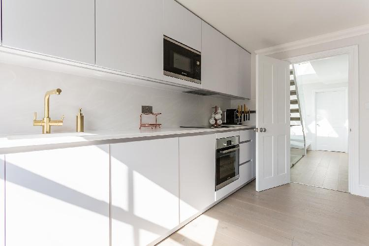 cool modern kitchen of Notting Hill - Dawson Place IV luxury apartment