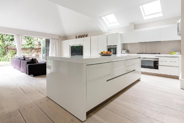 cool kitchen island of Battersea - Albert Bridge Road VI luxury apartment, holiday home