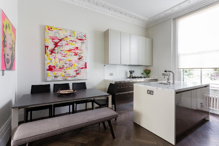 cool dining area in Kensington - Stafford Terrace II luxury apartment