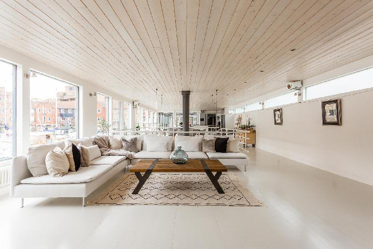nifty living room of Tower Hill - St Katharine's Houseboat luxury apartment