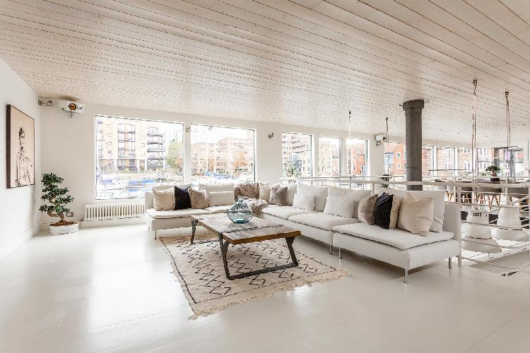 bright and breezy Tower Hill - St Katharine's Houseboat luxury apartment