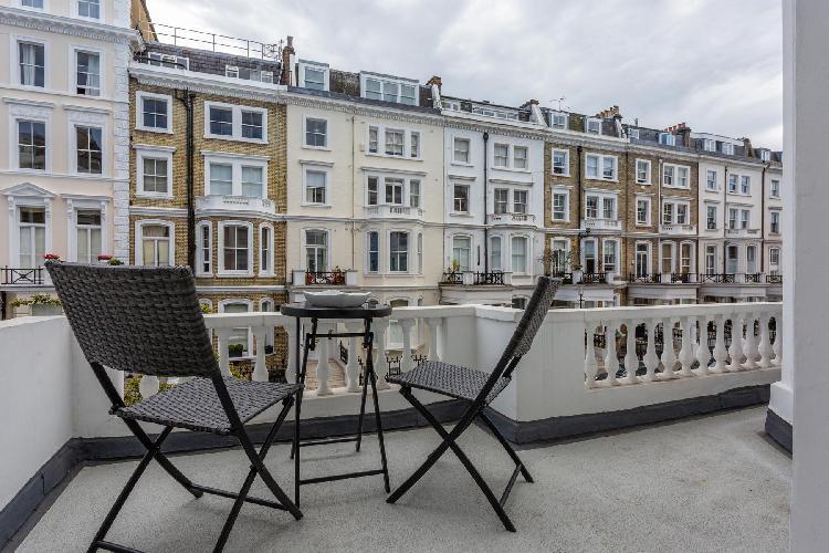 cool balcony of Kensington - Lexham Gardens IV luxury apartment