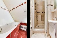 1 bathroom with bathtub and 1 with shower area in a 2-bedroom Paris apartment