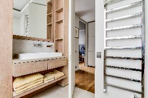 clean lavatory in Ternes luxury apartment, vacation rental